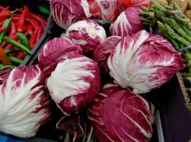Красный цикорий, или радиккьо (Cichorium intybus var. foliosum)